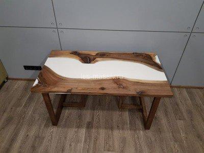 Стол из слэба ореха и полимера